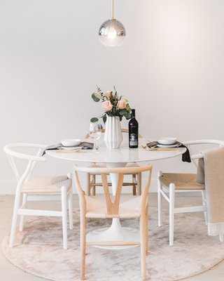 Tulip Table Round - Carrara